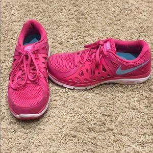 Like new pink Nike Dual Fusion Run 2